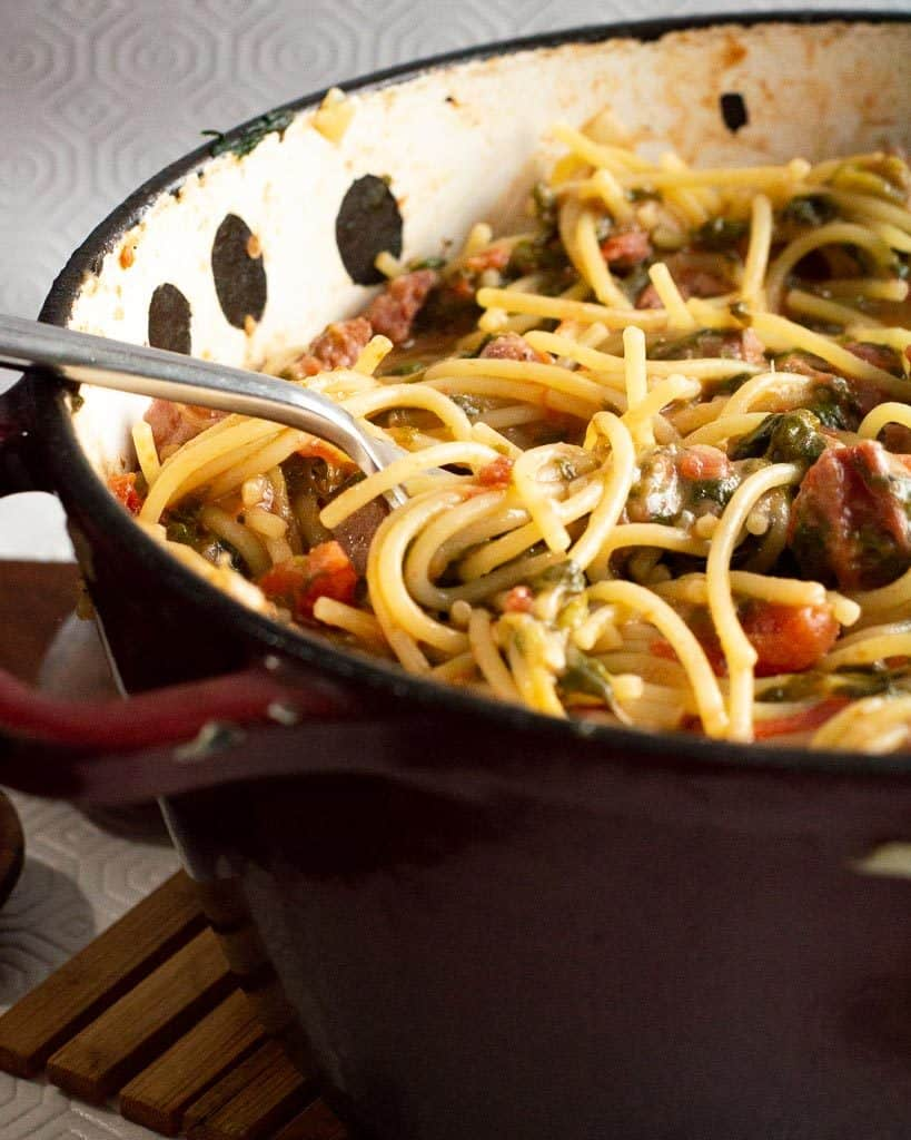 easy spinach pasta in a dutch oven